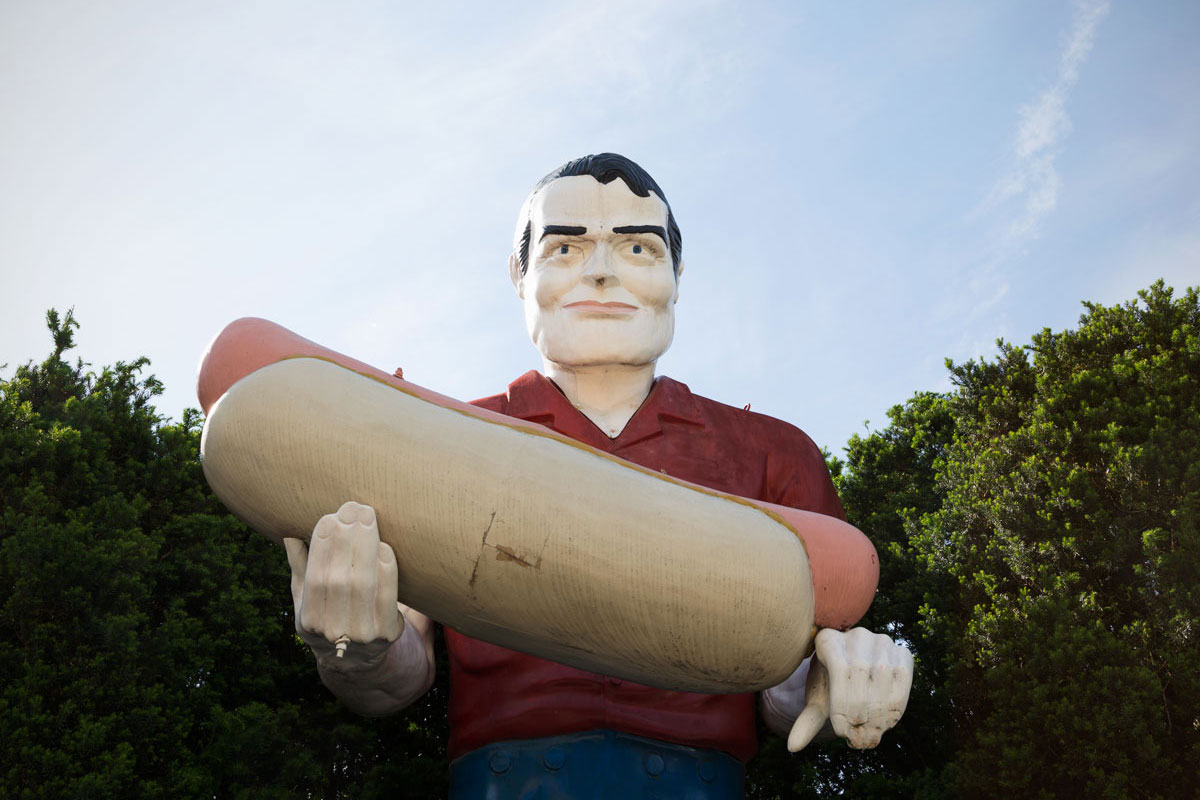 Chelsea_Darter_01_Hot-Dog-Muffler-Man,-Atlanta,-IL