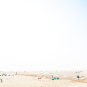 The futuristic beaches submerged by the fog told by Luca Minciotti