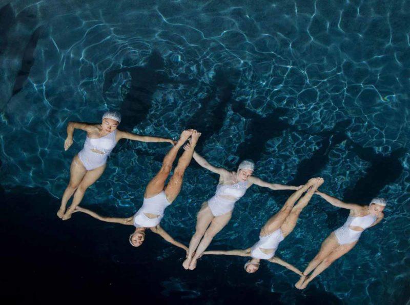 The Swimmers Le Nuotatrici Sincronizzate Di Emma Hartvig Collater.al 2