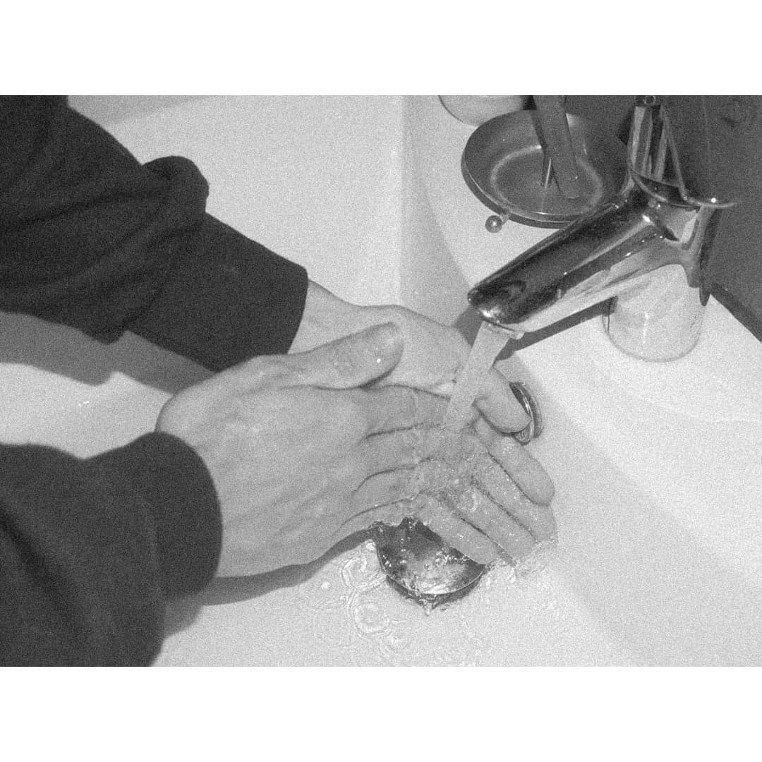 Marina Marques Washing Hands Glinta 3 C41 Magazine Covid 19 Isolation