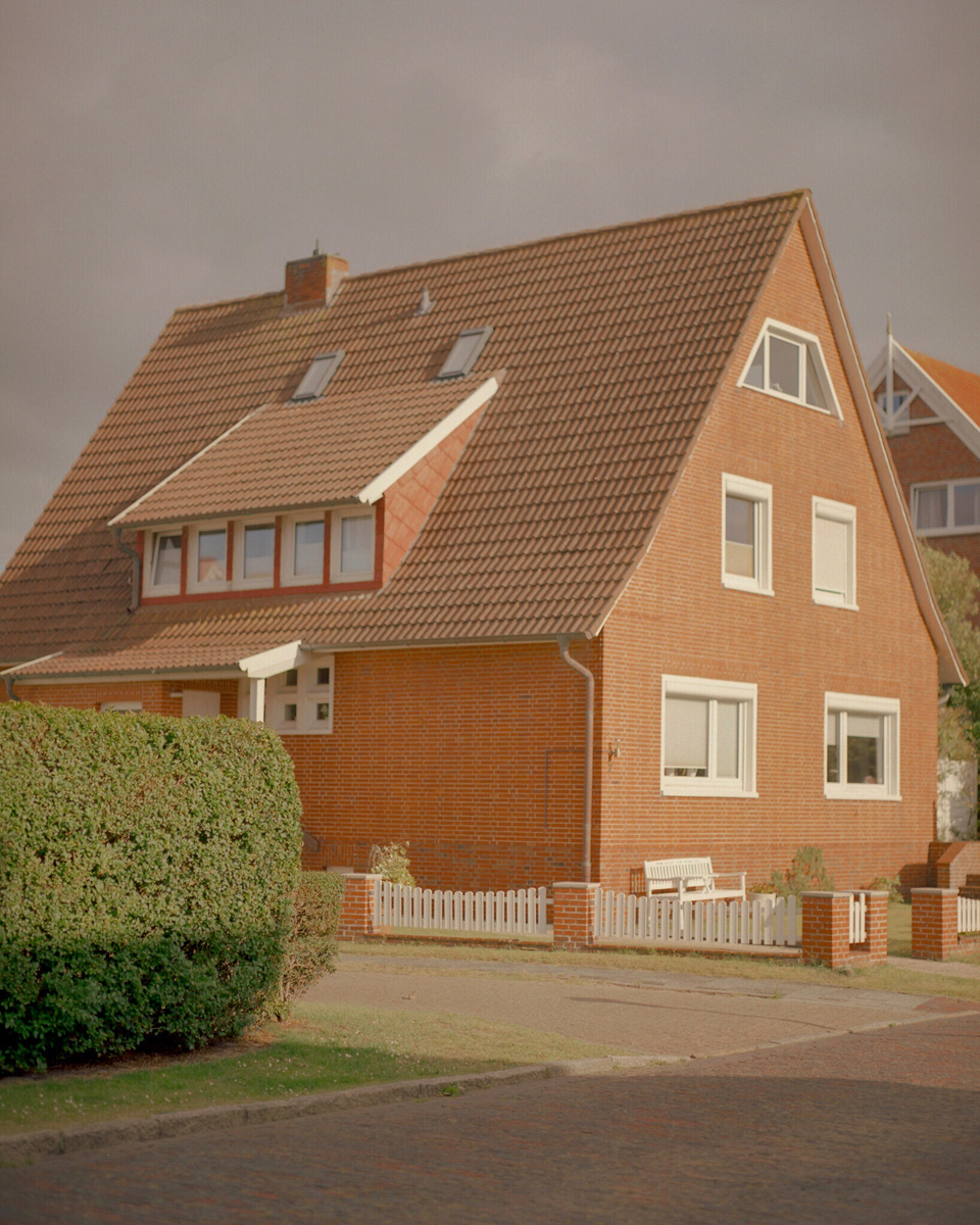 Nolwenn Le Flanchec Haus Am Strand C41magazine Photography 4